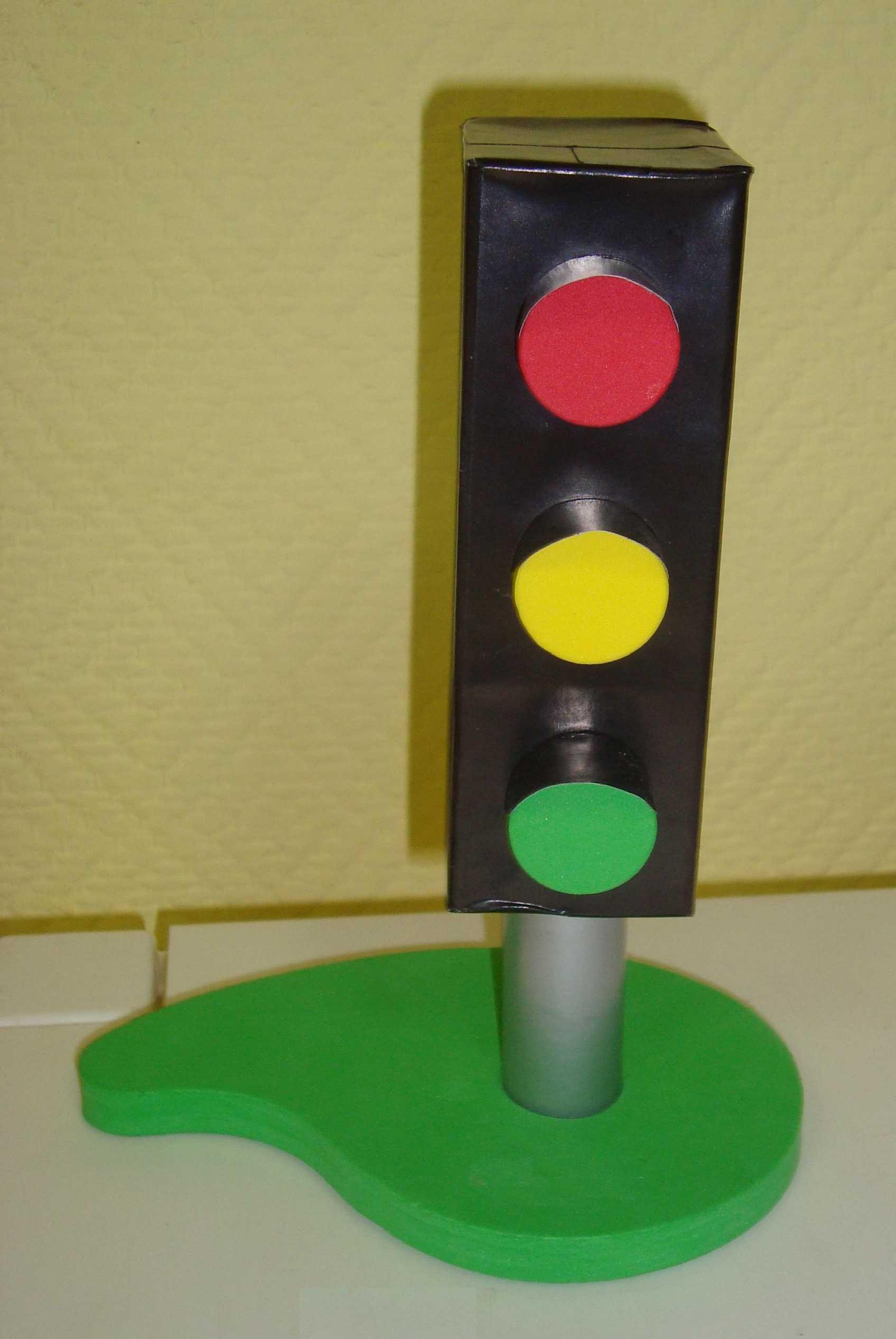 Сделать светофор своими руками